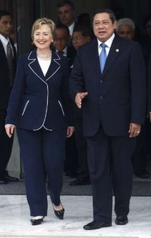 Secretary Clinton leaves meeting with Indonesian President Susilo Bambang at the Presidential Palace in Jakarta.