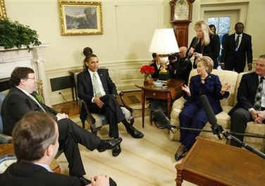 President Obama, Secretary of State Hillary Clinton, US National Security Adviser James Jones, Irish PM Cowen and Northern Ireland's leaders meet with the media in the Oval Office of the White House.