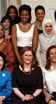 Obama attended a G20 leaders dinner while the wives of the leaders had dinner at a separate function within the residence.