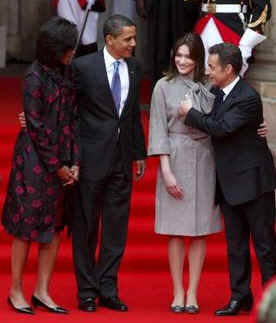 US President Barack Obama and First Lady Michelle Obama pose with French President Sarkozy and French First Lady Carla Bruni-Sarkozy on the steps of the Palais Rohan.