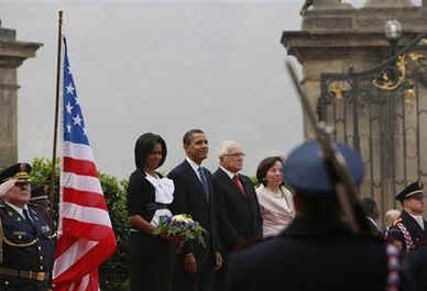 President Barack Obama and First Lady Michelle Obama conclude the Prague welcoming ceremonies watching the presentation of the American and Czech national anthems in the square of the Prague Castle with Czech President Klaus.
