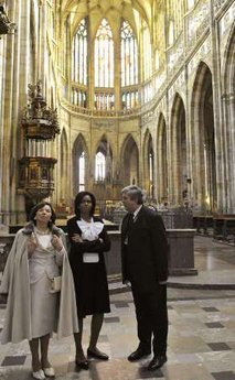 US First Lady Michelle Obama and Czech First Lady Livia Klaus tour Vitus Cathedral.