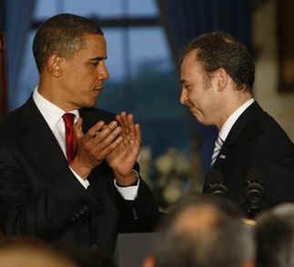 President Barack Obama and Mexican Ambassador Arturo Sarukhan at a Cinco de Mayo celebration at the White House on May 4, 2009.