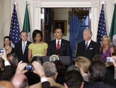 President Barack Obama and First Lady Michelle Obama join Vice President Joe Biden, Jill Biden, and Mexican Ambassador Arturo Sarukhan at a Cinco de Mayo celebration at the White House on May 4, 2009.