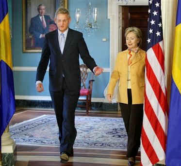 US Secretary of State Clinton meets with Foreign Affairs Minister of Sweden Carl Bildt.