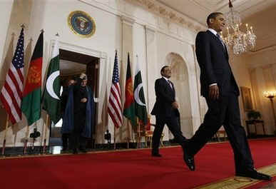 US President Barack Obama arrives for remarks to the media with Afghanistan's President Hamid Karzai and Pakistan's President Asif Ali Zardari.